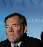 Crawford Falconer, chairperson of the agriculture negotiations at the WTO addresses a news conference at the World Trade Organization (WTO) headquarters in Geneva May 20, 2008. REUTERS/Denis Balibouse   (SWITZERLAND)